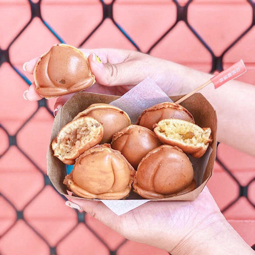 桃子造型的雞蛋糕,內餡也是水蜜桃果醬,讓人想起初戀的感覺。