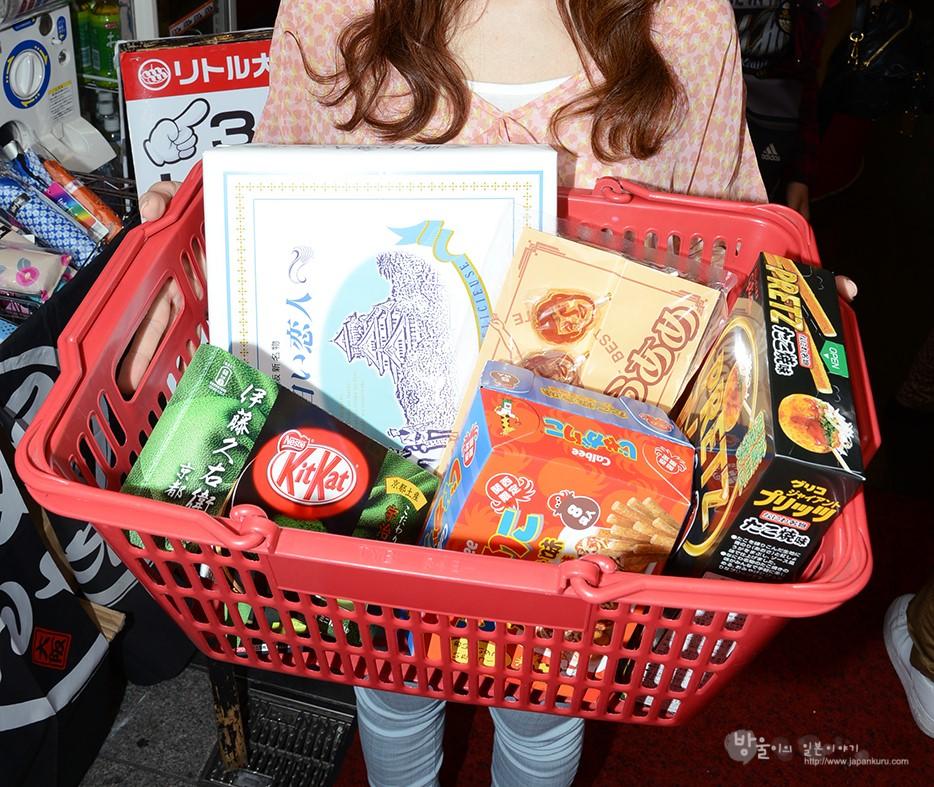在大阪,你可以買到很多口味特別的固力果零食。