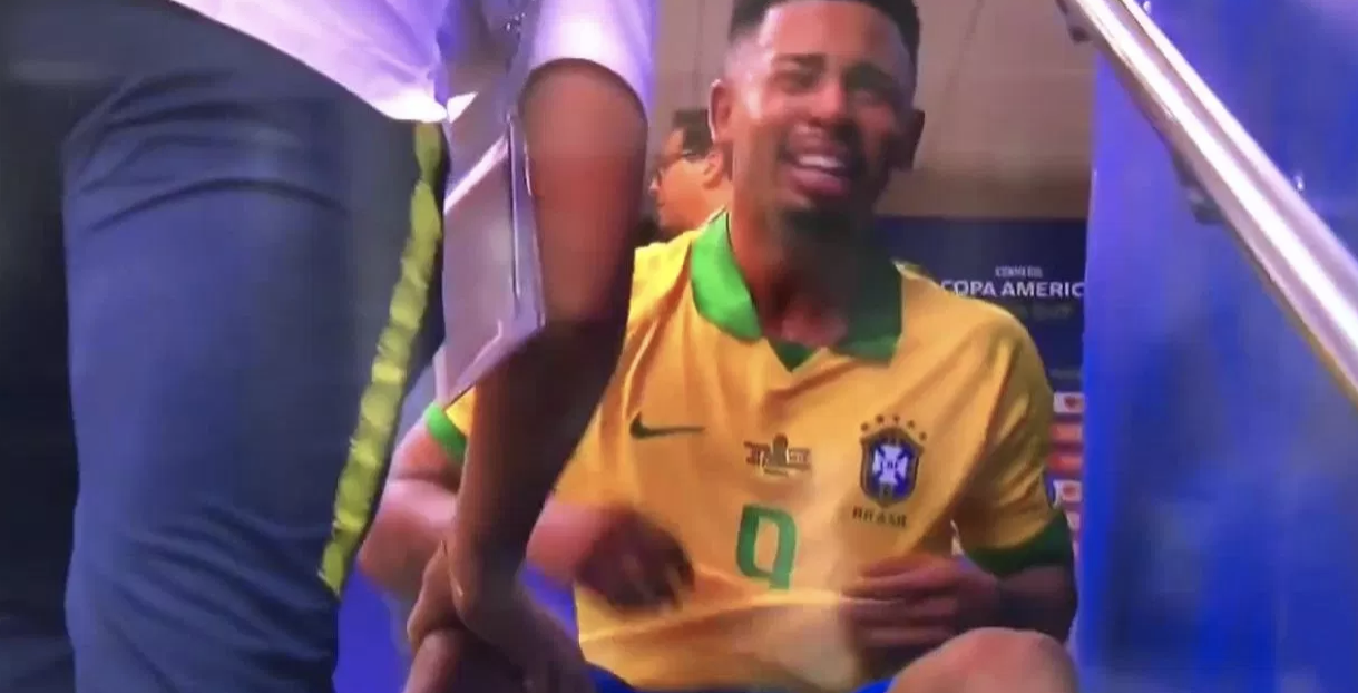Gabriel Jesus cries in the tunnel after his dismissal in the Copa America