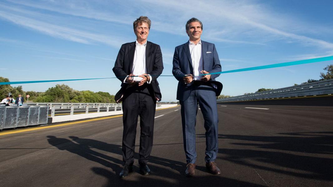 圖/Porsche董事會主席Malte Radmann(左)受訪中強調,Nardò是獨一無二的測速賽道。