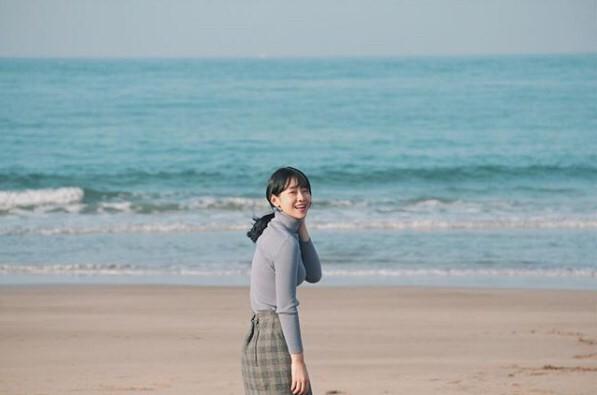 【明星搜查線】詹雅涵夏日海灘必備!大帽沿草帽的遮陽小臉術