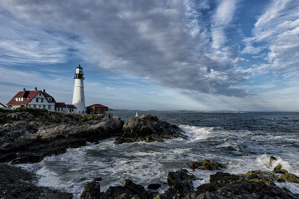 (Photo by Emiliano Carchia, License: CC BY 3.0, 圖片來源500px.com/photo/179426965/portland-head-light-by-emiliano-carchia)