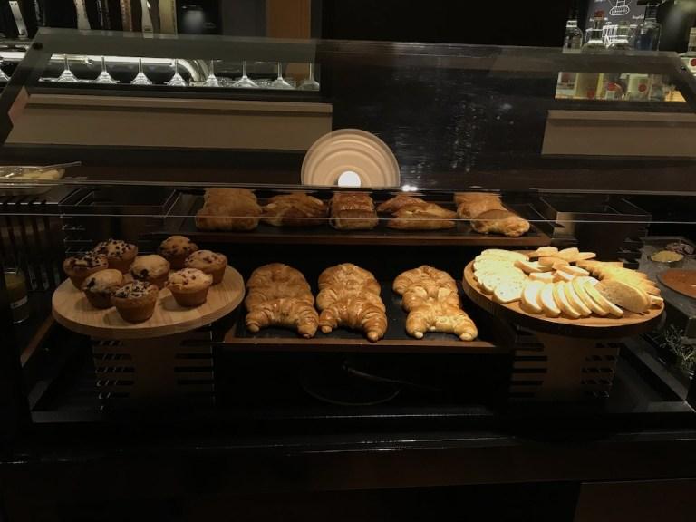 西點種類還算不少,不過有美式糕點的缺點,就是太麵粉感不酥脆