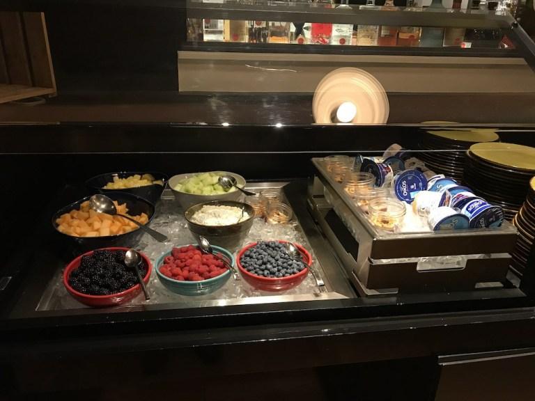 水果的品質很不錯,加上是第一組客人,擺盤都還很完整