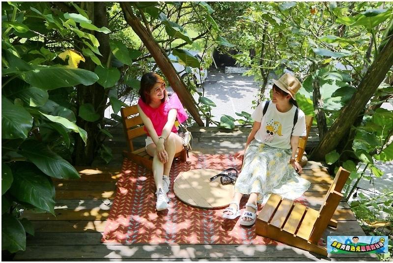 ▲樹下的野餐空間好有情境唷,還幫你準備了野餐墊及椅子喔。