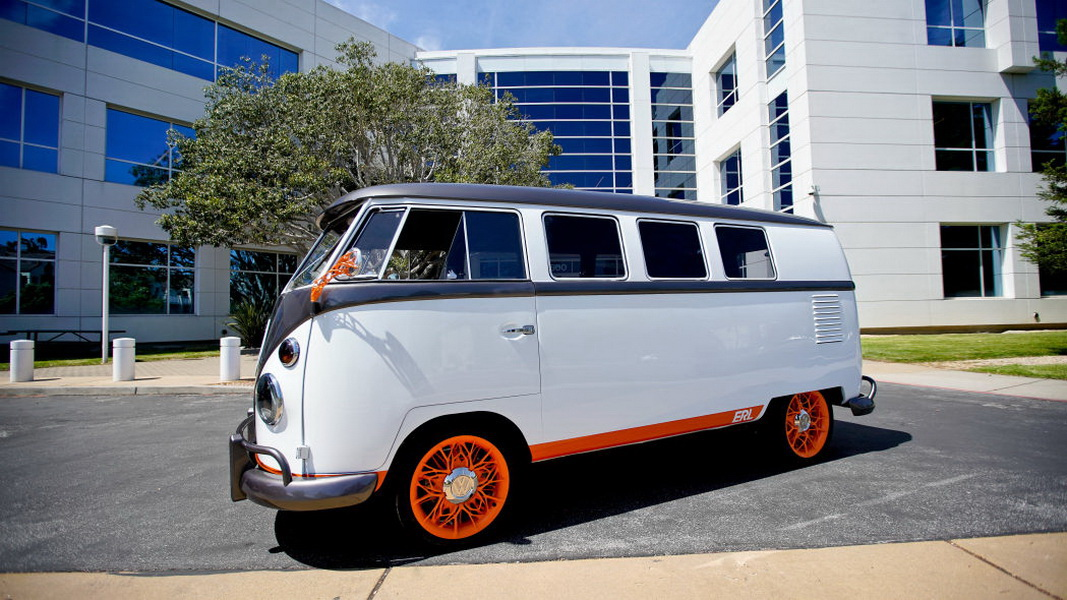 圖 / 雖然搭載多項高科技,不過就外型來看,VW Type 20顯然還是走懷舊路線,乍看之下與自家Type 2十分接近,車頭同樣可見到經典的品牌Logo。