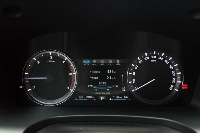 儀表板採兩環加上中間配有TFT彩色虛擬螢幕,能夠提供多功能的行車資訊。 版權所有/汽車視界