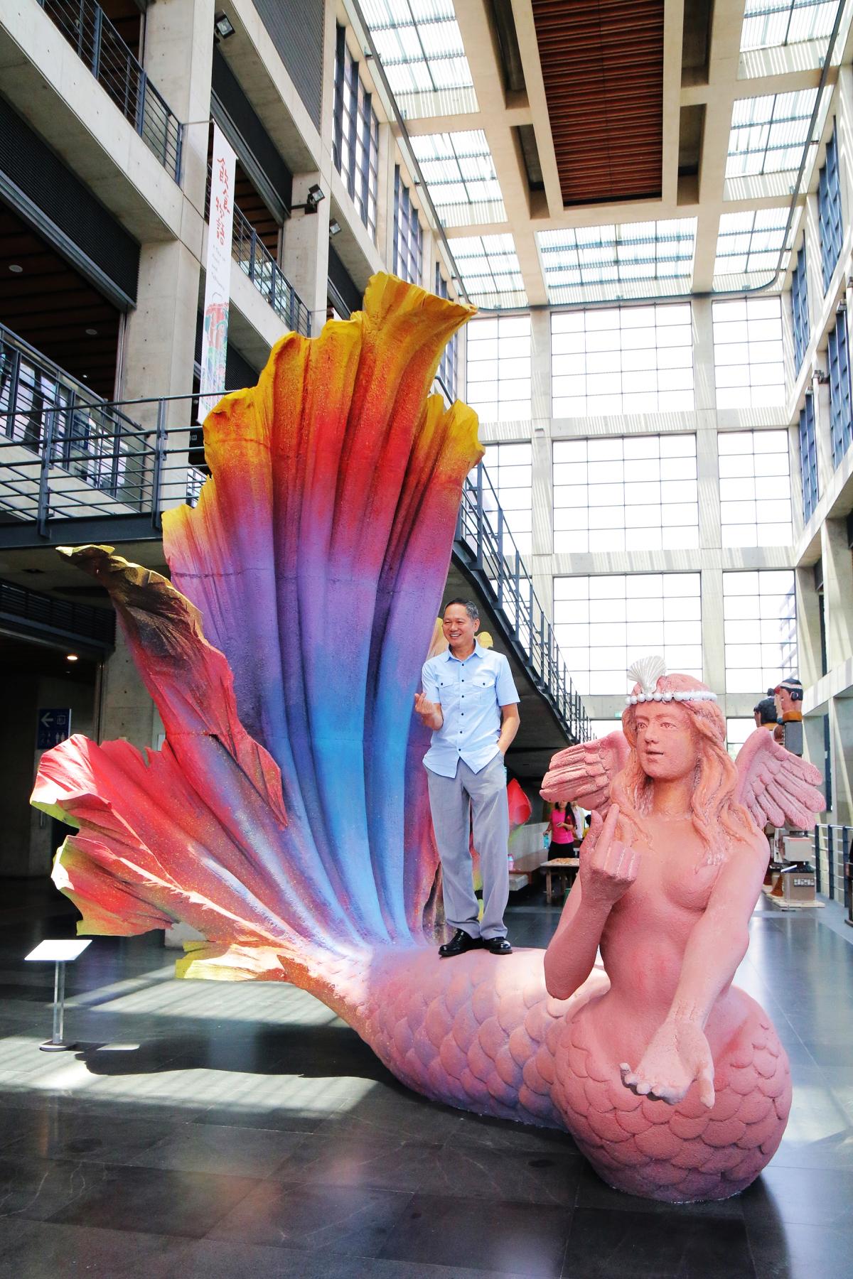 藝術家游忠平作品《我愛超級美人魚》(圖片來源:鶯歌陶瓷博物館)