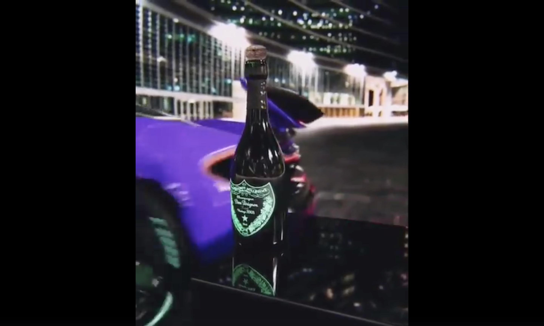 迴旋踢開瓶蓋不夠看 甩尾開酒瓶才夠猛!