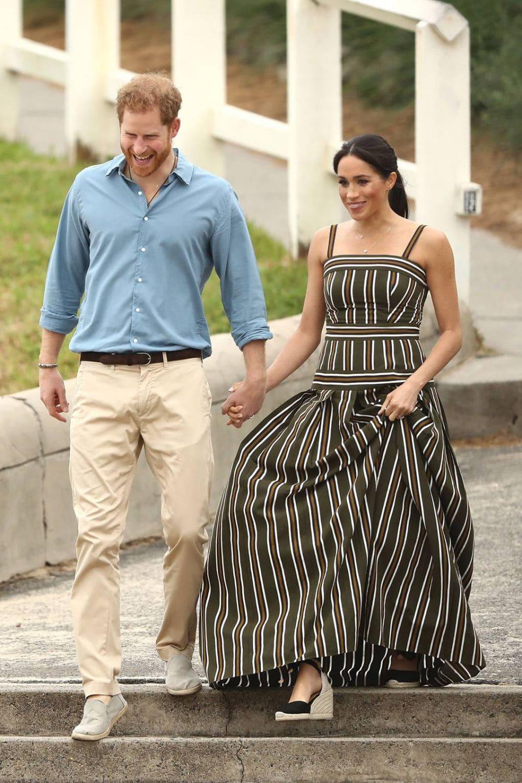 今夏最佳穿搭範本!凱特王妃腳上的百年品牌楔型跟草編涼鞋,價錢比你想像中的還要經濟實惠親民