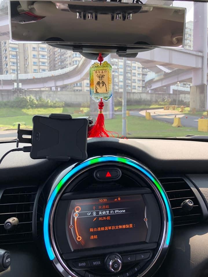 錦雯喜歡邊開車邊聽音樂 因此沒聽到測速照相警示