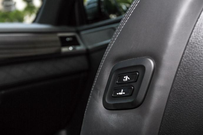 駕駛座與副駕駛座各具備八向與六向的電動調整功能。 版權所有/汽車視界