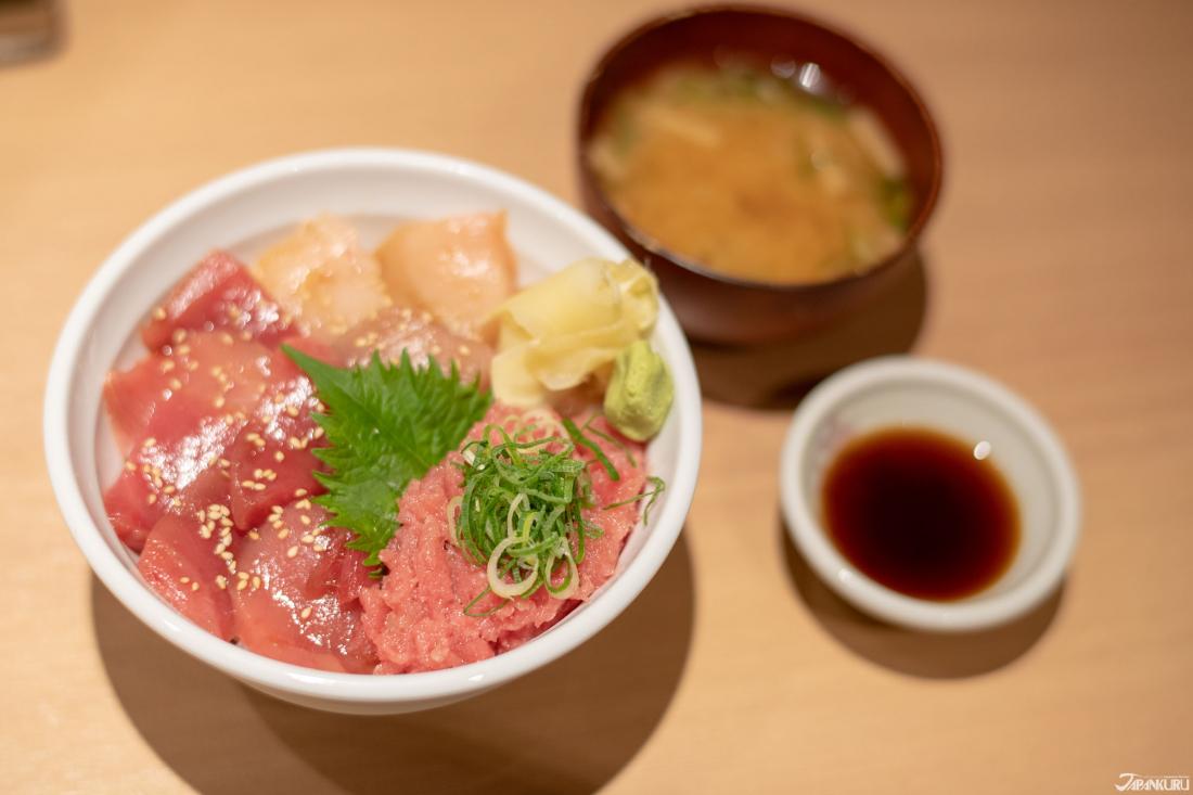 特選三崎丼(1580日圓)