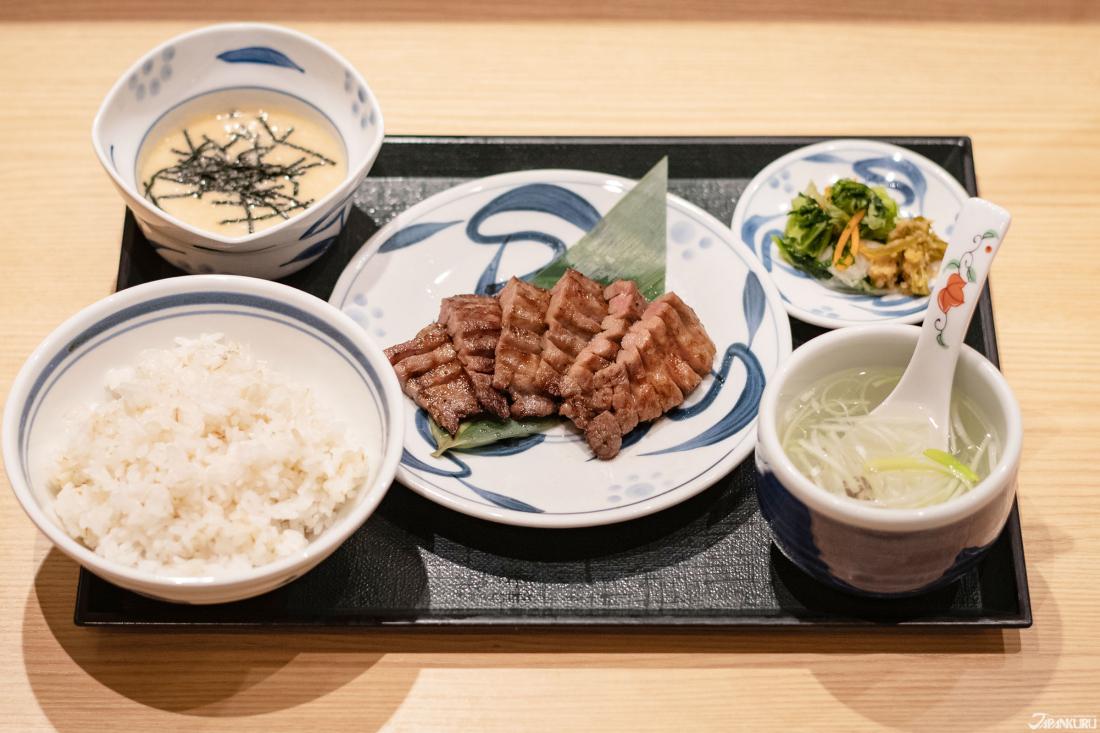 只要2000日幣以內就可以吃到高貴不貴的牛舌