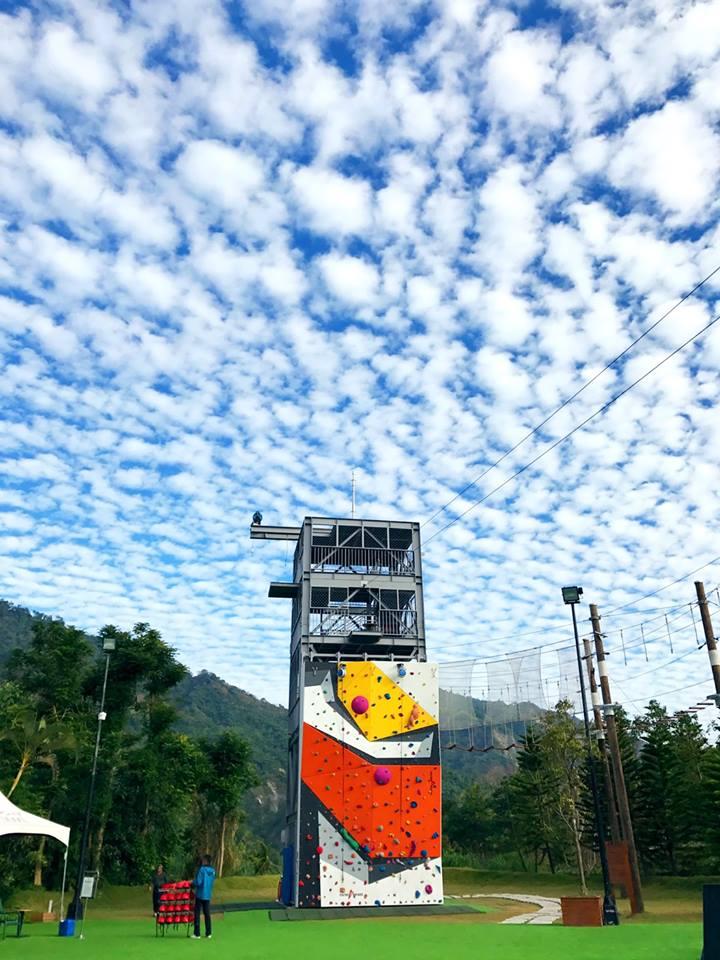 「擎空塔台」是全台第一座連續確保系統高空繩索場 (圖片來源:台南趣淘漫旅)
