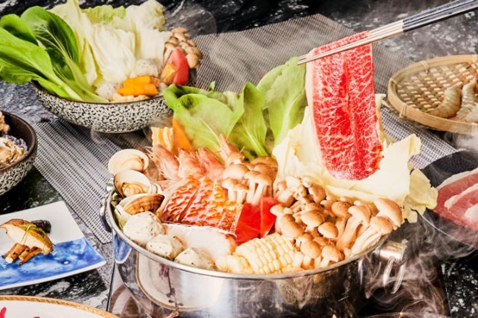 店內料理清一色皆使用「褐藻」入菜,包含主打養生鍋物。