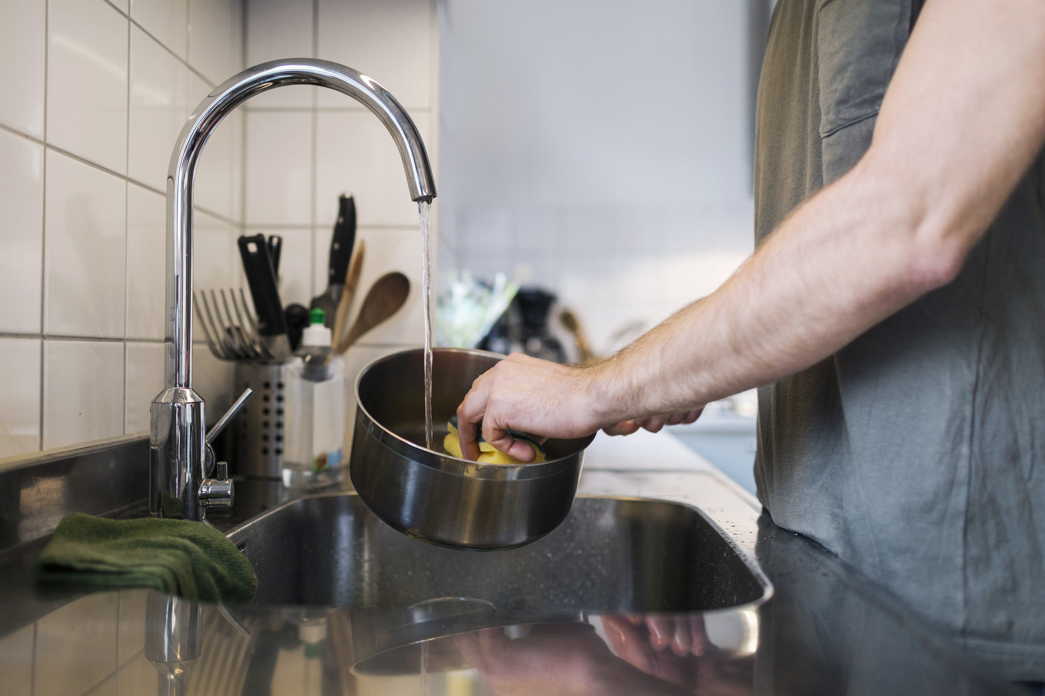Have we been washing our pans all wrong? [Photo: Getty]