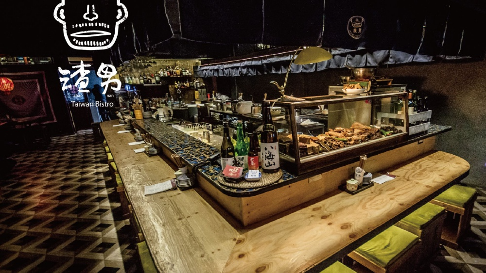 吧台上擺放的台式滷味,激起滿滿食慾。