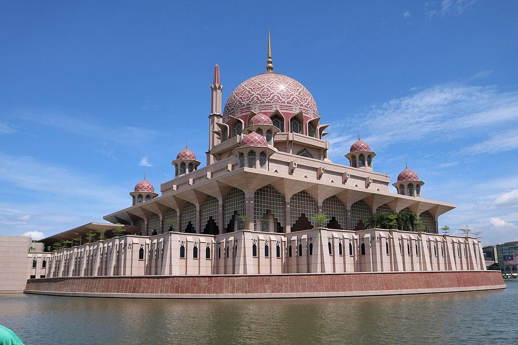 布特拉清真寺 (Photo by Muhammad Faqih, License: CC BY-SA 4.0, Wikimedia Commons提供)