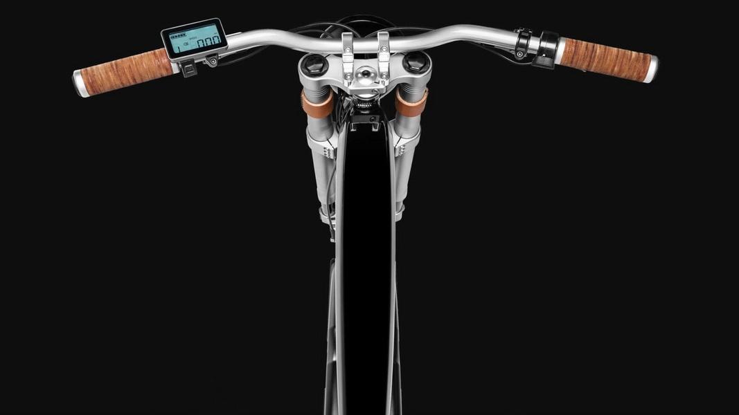 圖/Vintage Electric Roadster電動自行車車架採用液壓成形的鋁製框架,搭配鉻合金手把、倒置式減震前叉…等齊全配備。