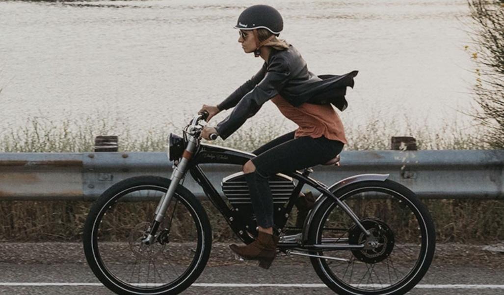 圖/Vintage Electric Roadster電動自行車外觀設計也值得一看,整體散發出古典優雅的懷舊風格,簡直專為文青族群打造。