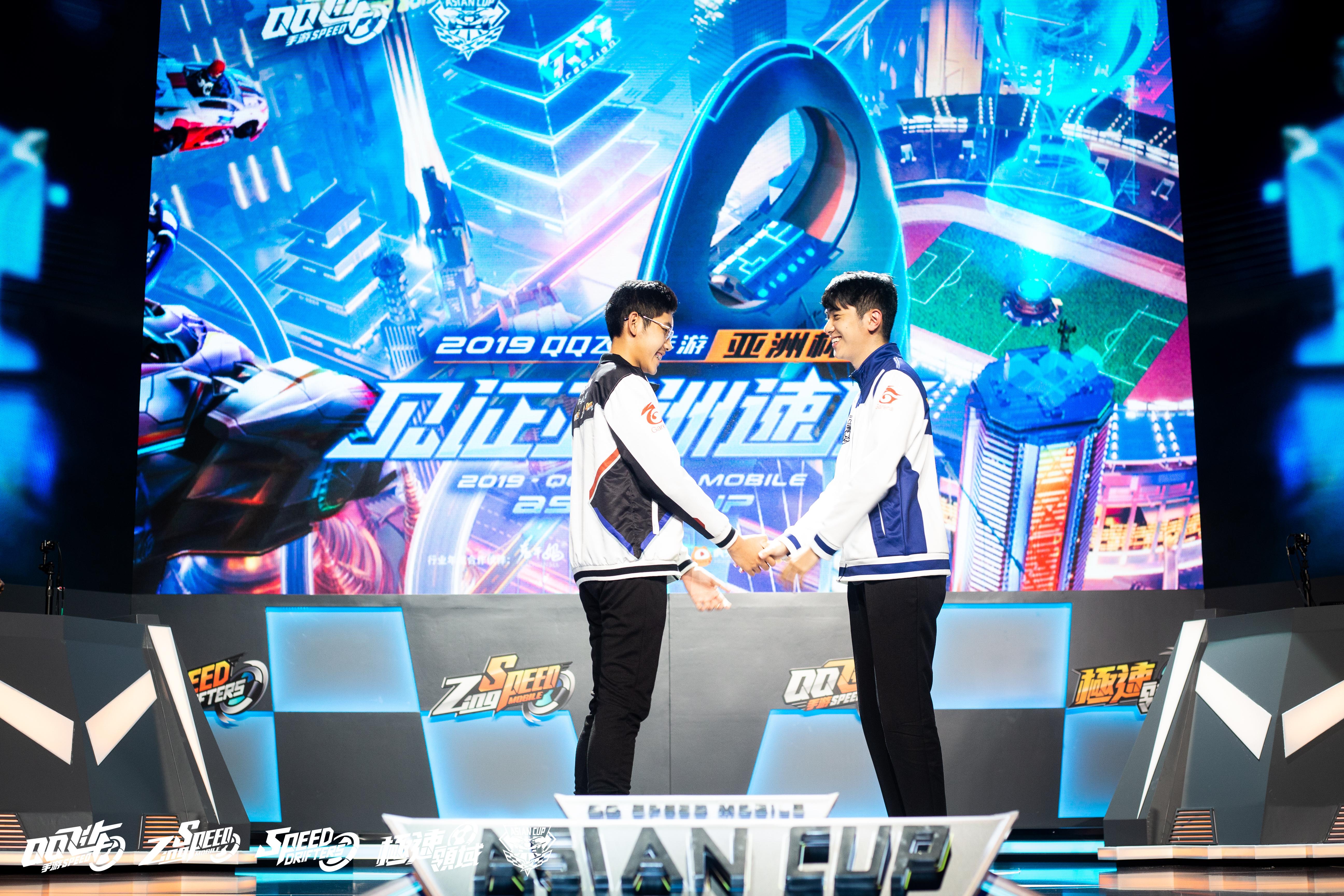 ▲「小草Yue」(右)擊敗「mantle.」(左)將與宿敵「Moverest」對決