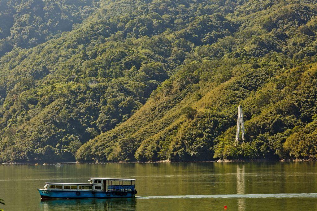 搭乘遊艇環湖是不錯之選擇 (圖片來源:桃園觀光導覽網)