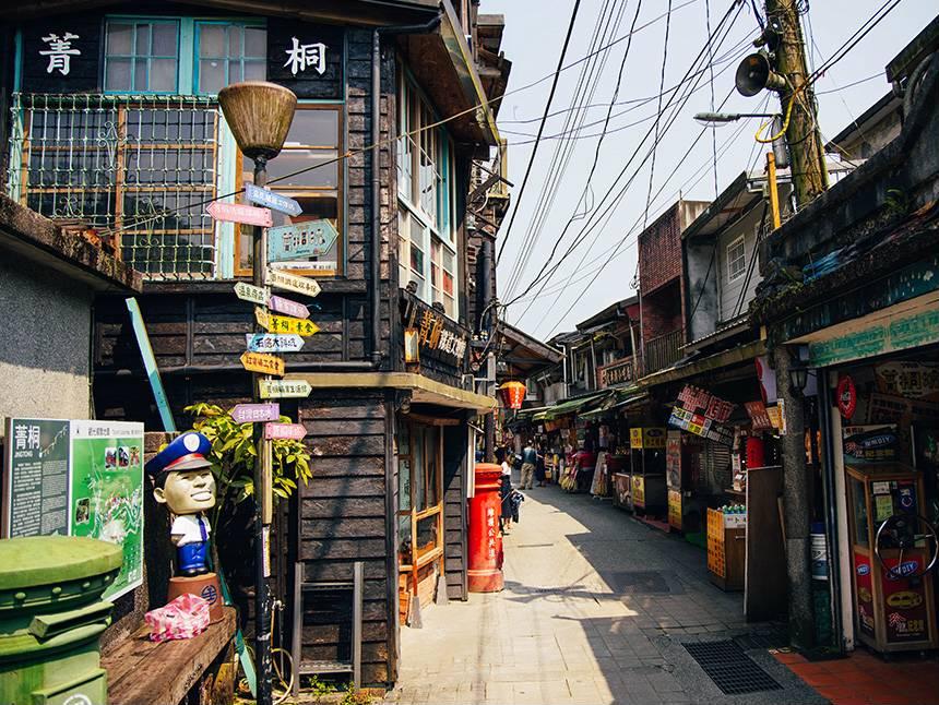 菁桐車站為日式木造車站,也是菁桐老街的著名地標。圖/新北市觀光旅遊網