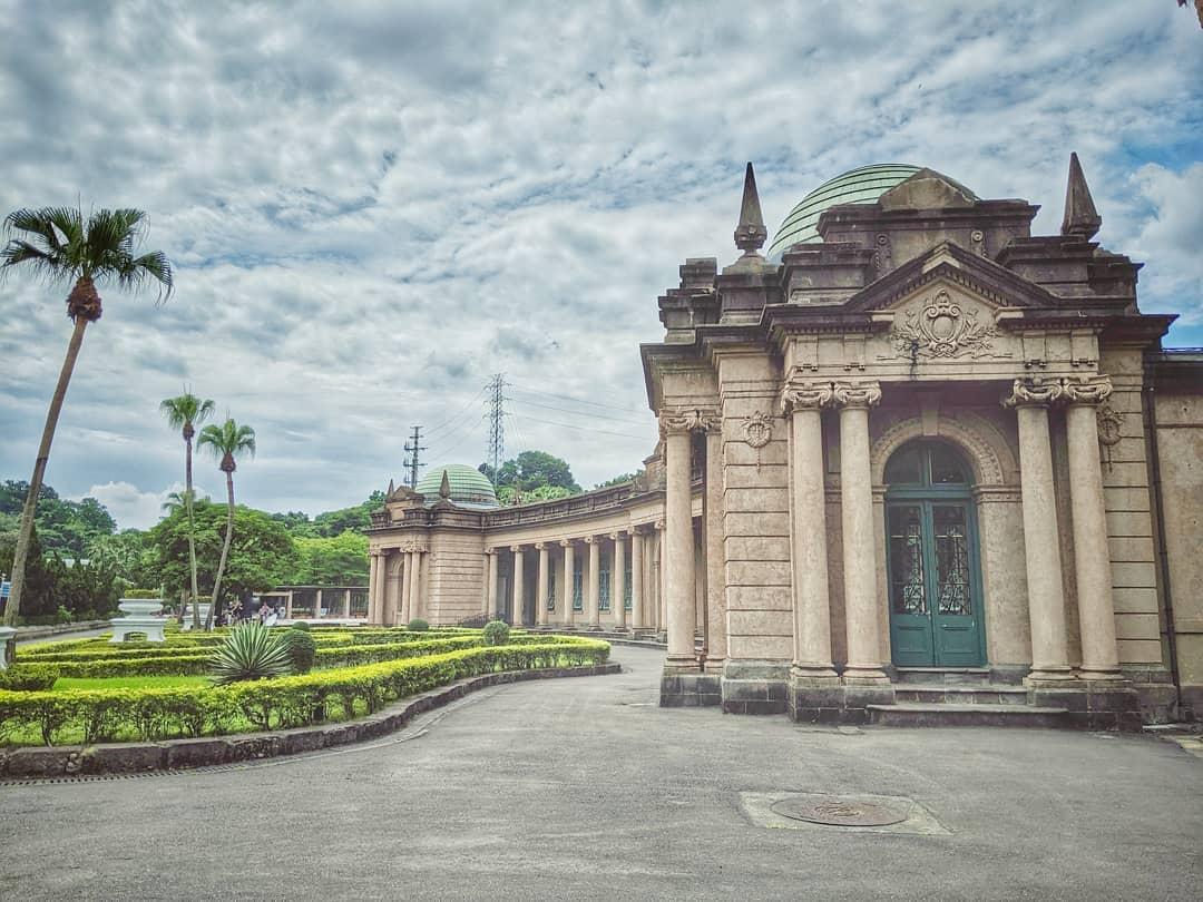 不只有玩水設施,園內還有百年古蹟巴洛克建築的博物館。
