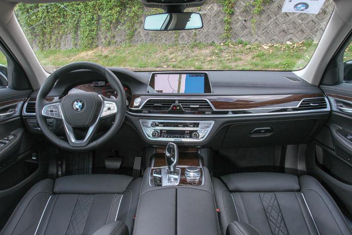 相當舒適豪華的車室,就連駕駛座都享有高貴奢華感。 版權所有/汽車視界