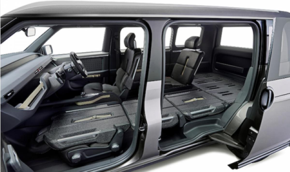 Toyota 工程師表示,內部採用靈活的模組化架構,能在承載人員、物品之間快速變換。