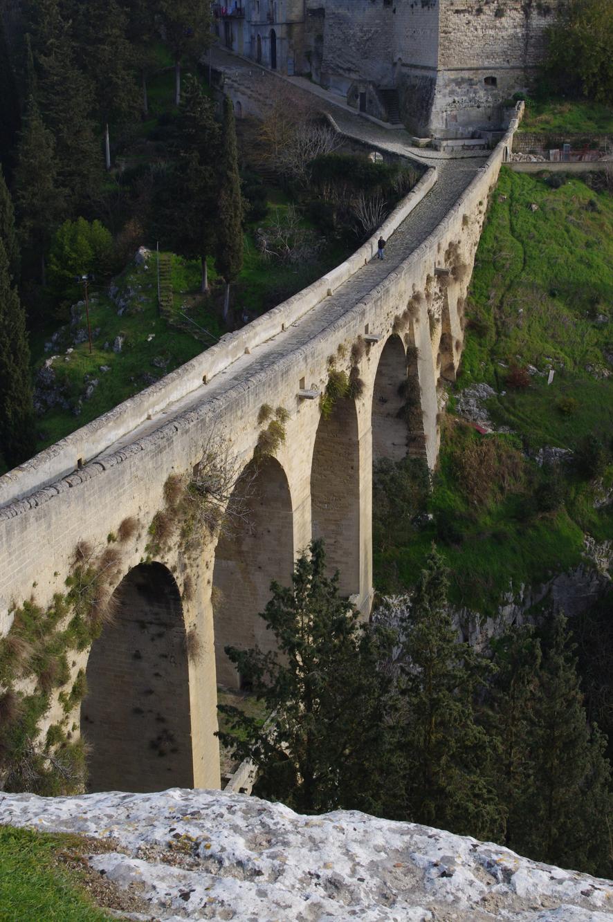 聖母德拉斯泰拉水道橋 (Photo by Danielclauzier, License: CC BY-SA 4.0, Wikimedia Commons提供)