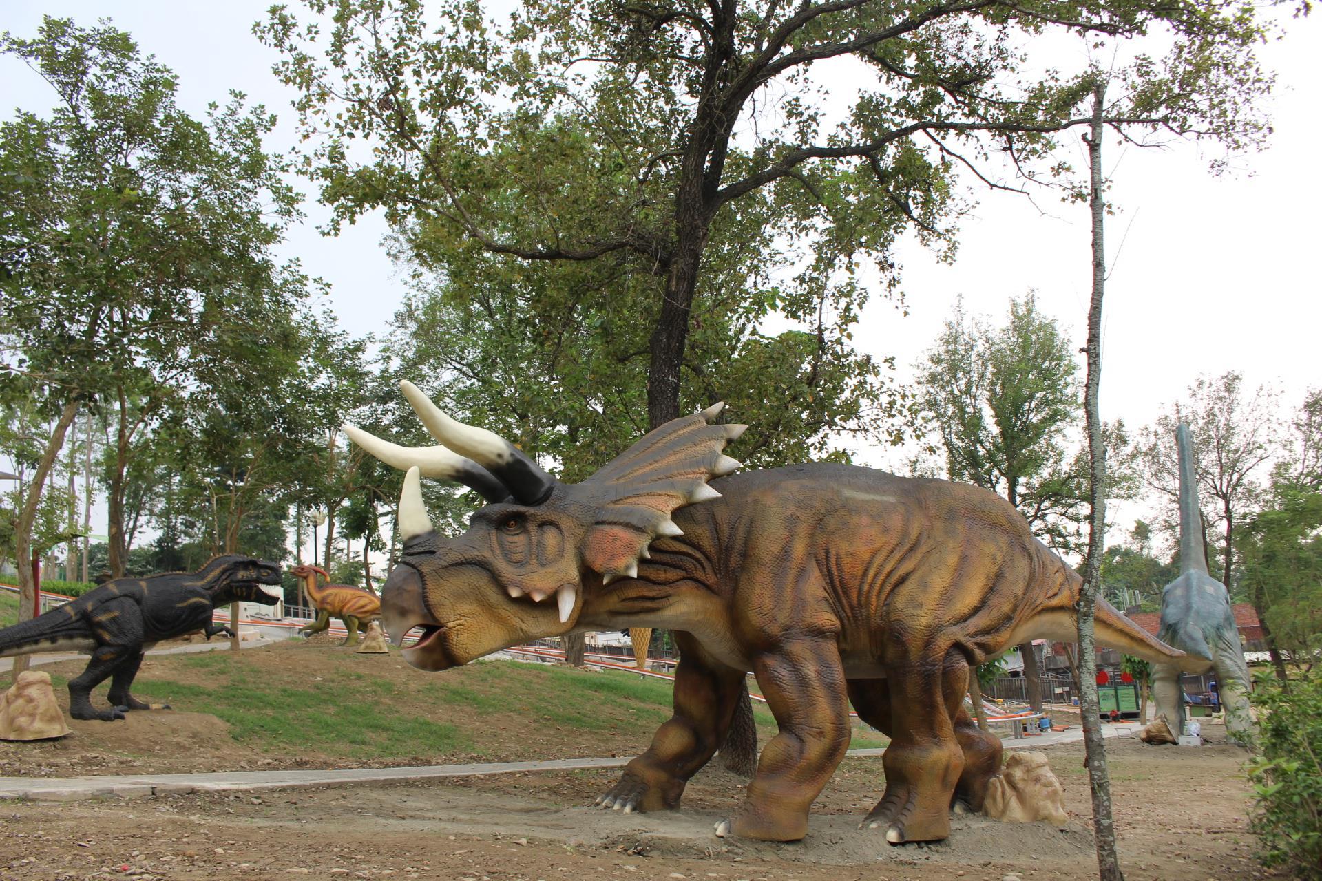 百果山探索樂園有將近40隻仿真恐龍,不論體態、動作和叫聲都是根據考古學者紀錄打造而成。圖/百果山探索樂園臉書粉絲專頁