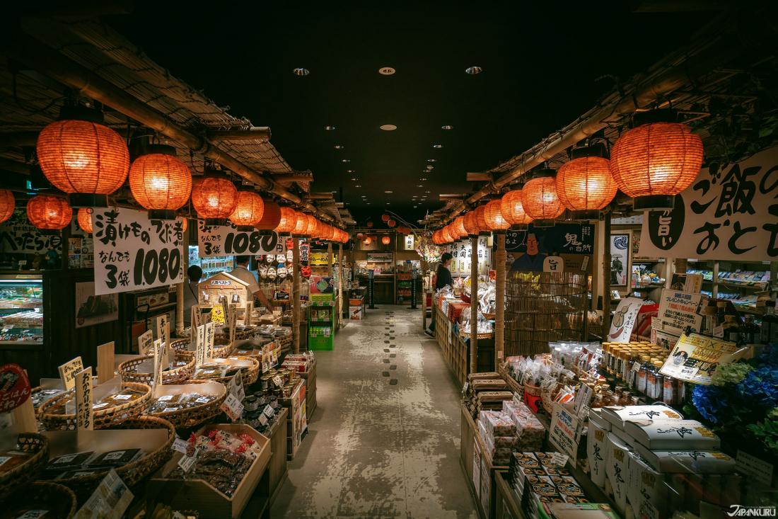 這不是百年老市場,是紀念品專賣店