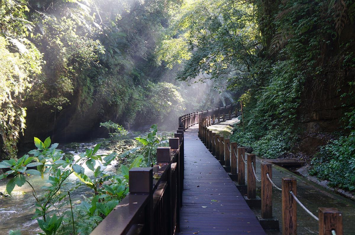 新竹有許多可以躲避酷暑,同時能欣賞絕美景致的好去處。圖/參山國家風景區管理處