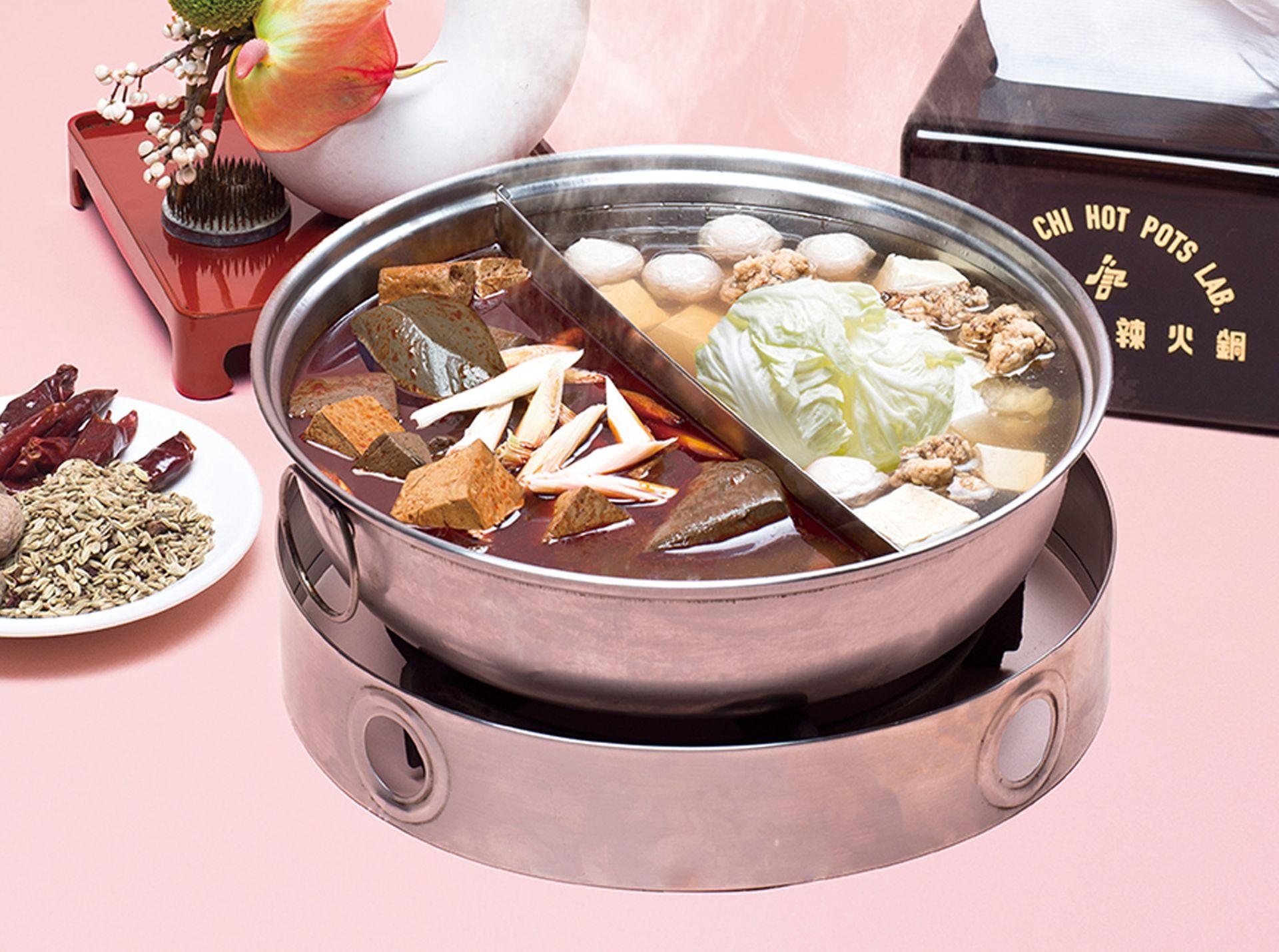 經典麻辣鍋底,必吃滑嫩鴨血和豆腐!