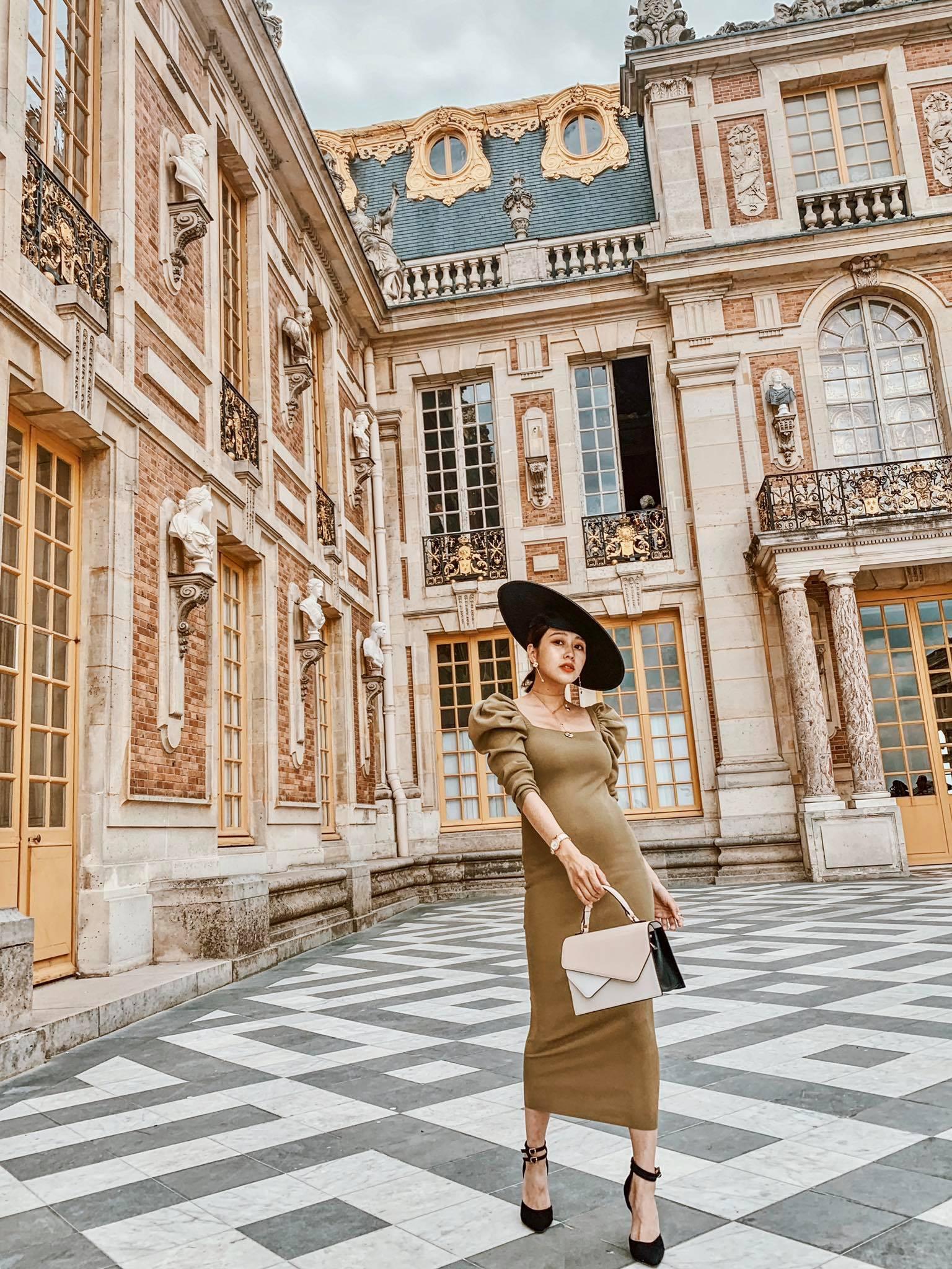 ▲雖然出國時已懷孕七個月,但不減唐葳旅遊樂趣,還特別去買了法式帽子來拍照。