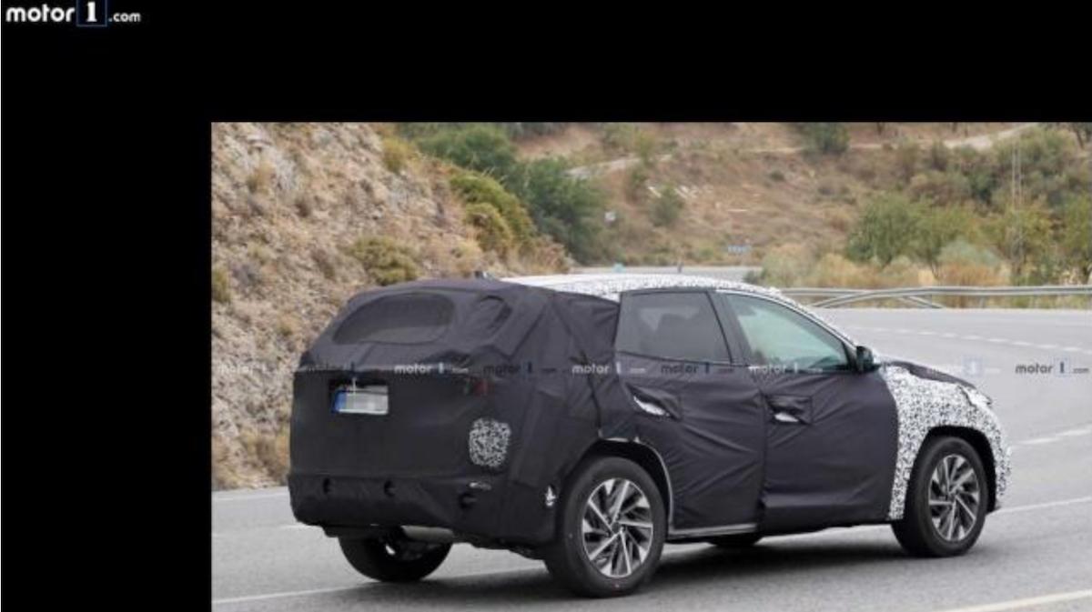 車尾有明顯大幅傾斜背 Coupe 的線條設計,增加更多運動化風格。