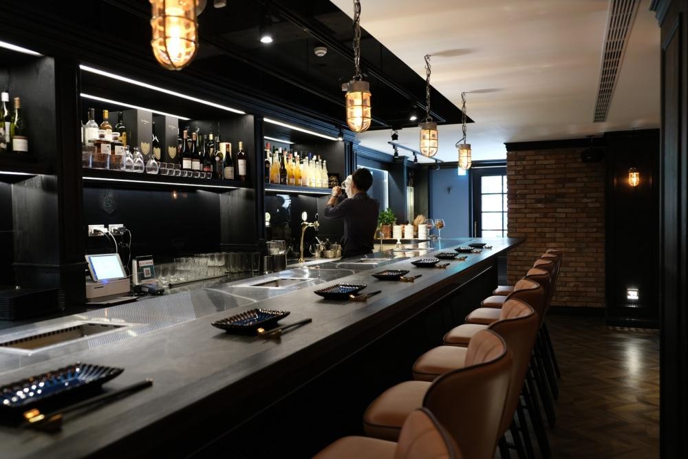 八和打造時尚舒適的用餐環境,提供全程專人桌邊服務。