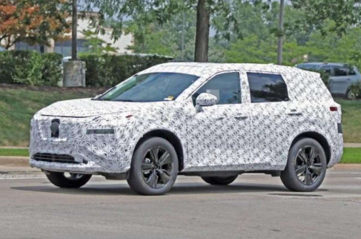 新一代 Nissan X-Trail 測試身影被拍到,看起來比起現行版本更大。