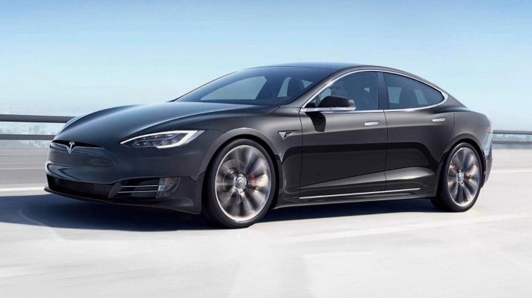 圖/特斯拉在10月推出多款電動車,都將配備8個環景攝影機,提供車體周圍360 度可視範圍。