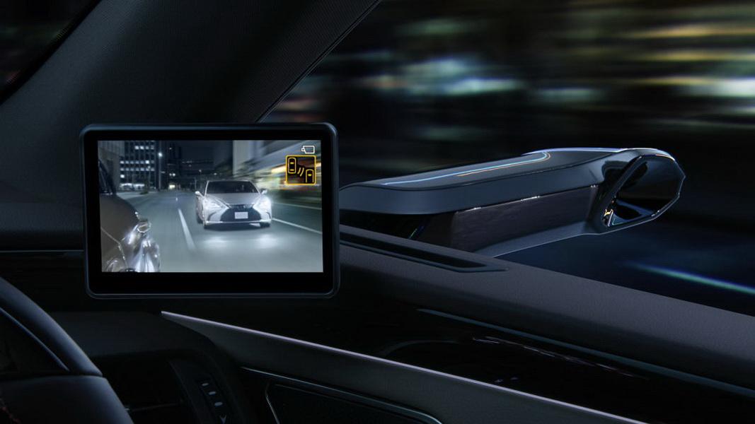 圖/去年豐田在日本推出Lexus ES,搭載內建數位鏡頭的後視鏡、搭配車內螢幕,徹底取代傳統的鏡面後照鏡。