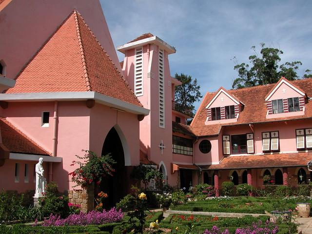 瑪莉修道院 (Photo by Thien Anh, Dinh, License: CC BY 1.0, 圖片來源www.flickr.com/photos/anhgemus/83332871)