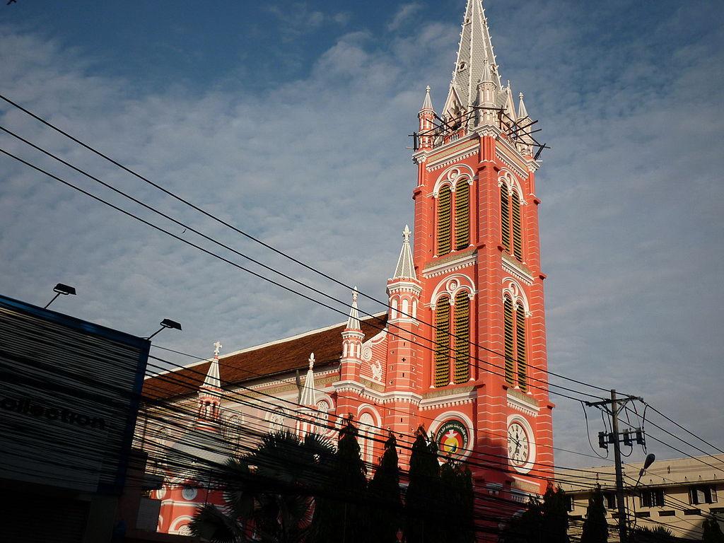 耶穌聖心堂 (Photo by Ngô Trung, License: CC BY-SA 3.0, Wikimedia Commons提供)