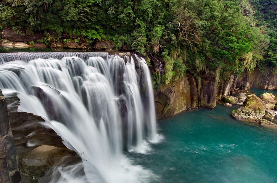 十分瀑布不僅是全台最大幕簾式瀑布,也被譽為台版尼加拉瓜瀑布。圖/觀光局