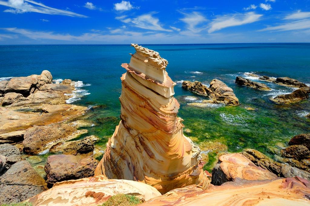 南雅海岸海蝕地形相當發達,奇形怪狀的岩石引發許多聯想。圖/觀光局