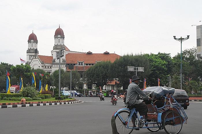 千重門 (Photo by Malekhanif at ms.wikipedia, License: GFDL, Wikimedia Commons提供)