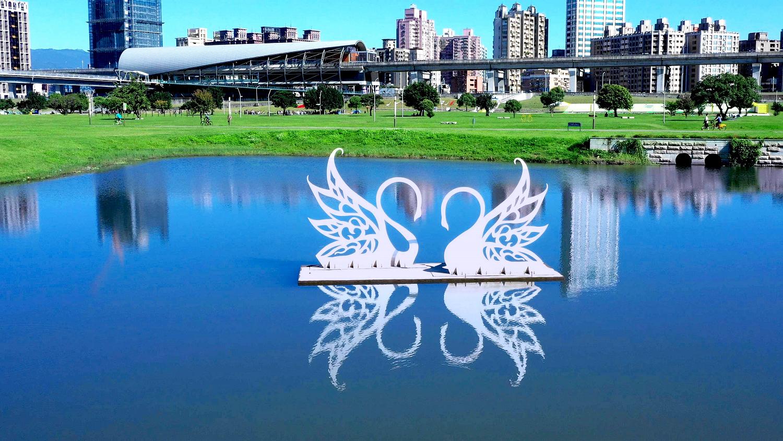 天鵝湖兩心相悅 (圖片來源:新北市政府)