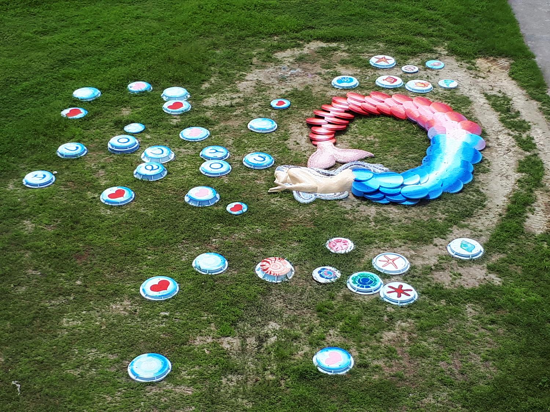 人孔蓋美化再利用,美人魚吹出河濱幸福泡泡 (圖片來源:新北市政府水利局)