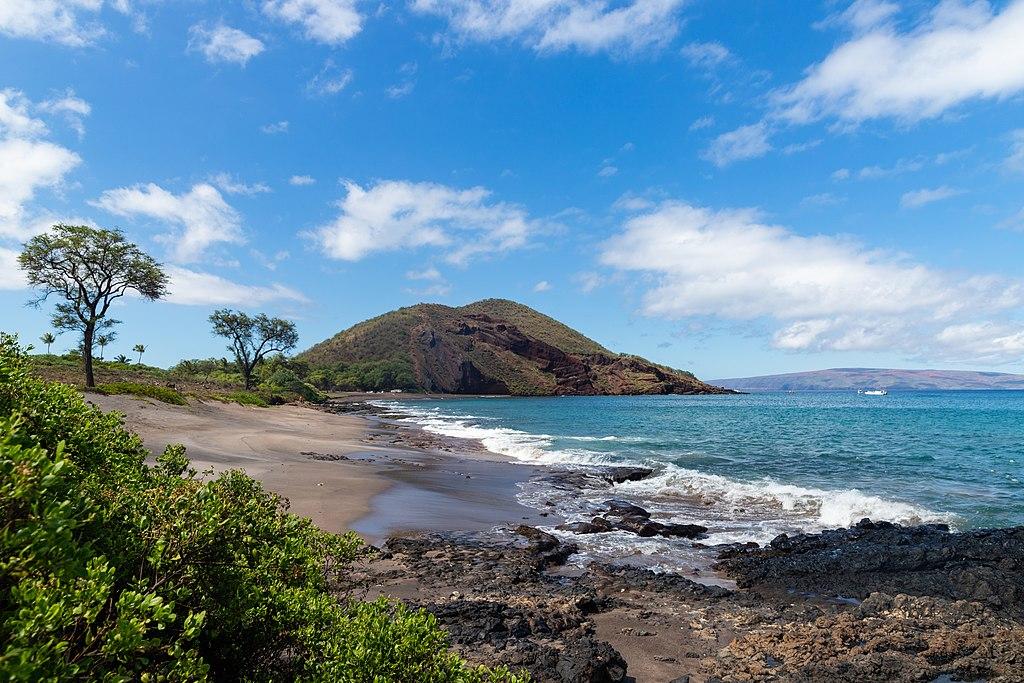 茂伊島 (Photo by dronepicr, License: CC BY 2.0, 圖片來源www.flickr.com/photos/132646954@N02/45015888384)